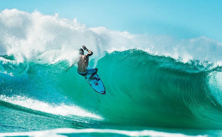 Adventure Surfing